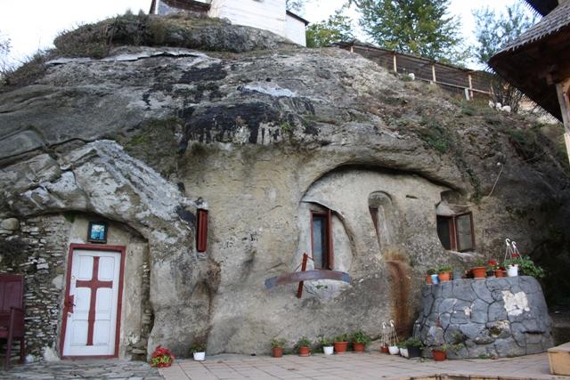 http://templulunimii.files.wordpress.com/2013/09/cetatuia-negru-voda-templul-unimii.jpg
